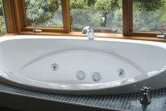Bay Room Ensuite Spa Bath