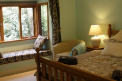 Bay Room King Bed & Window Seat