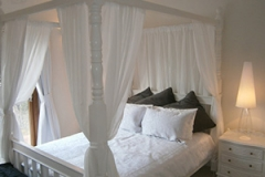 White Room 4 Poster Queen Bed